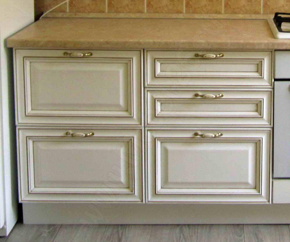 Белая кухня с патиной создаем светлую
