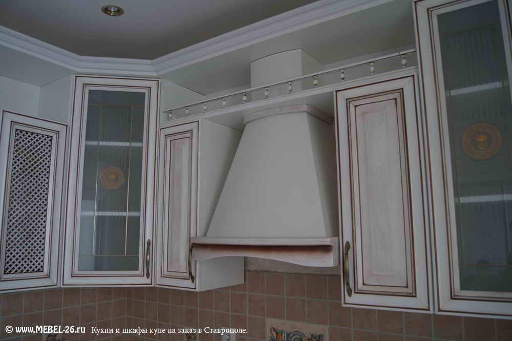 Кухня с коричневой патиной фото